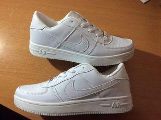 Zapatillas Nike Air Force One talla 43,5 y 39