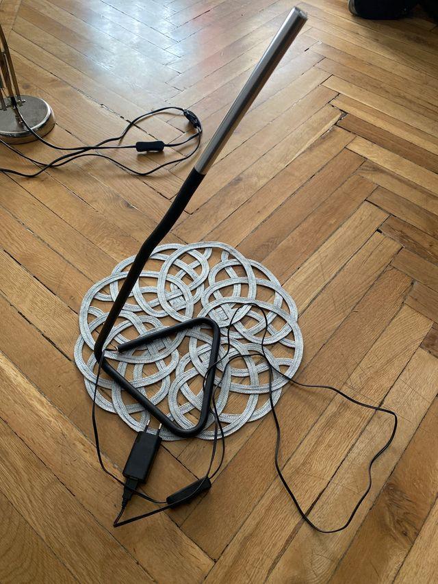 Lámpara mesita adaptable minimalista
