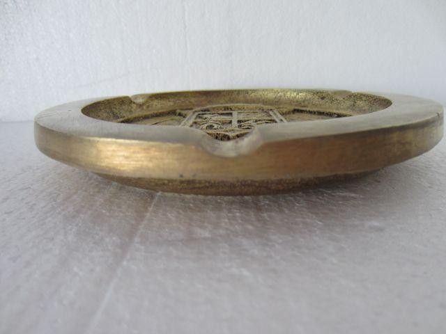 AntiguoCenicero vintage de bronce macizo taurino