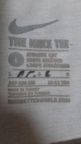 camiseta nike muy poco usada