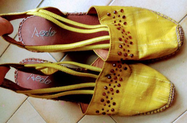Alpargatas con cuña amarillas con pedrería Nº 37