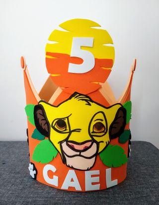 corona cumpleaños rey león