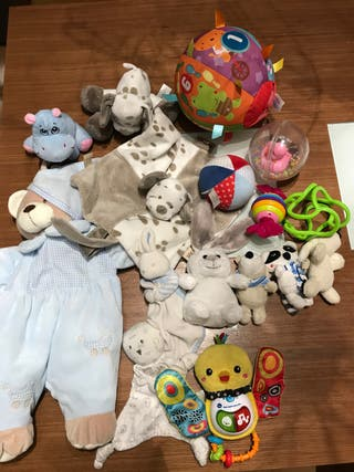 Lote peluches y juguetes bebe
