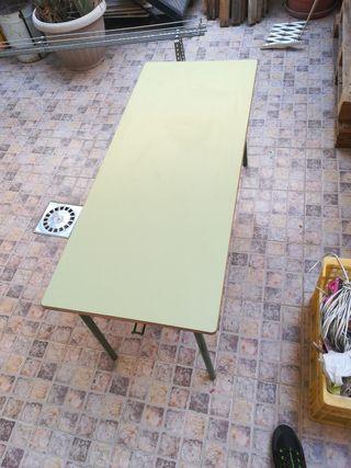 Pupitre, mesa escolar.