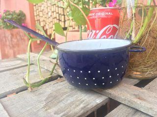 Antiguo juguete de porcelana esmaltada azul