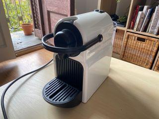 Cafetera Nespresso Inissia de segunda mano en WALLAPOP