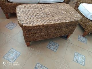 Conjunto de sofás y mesa