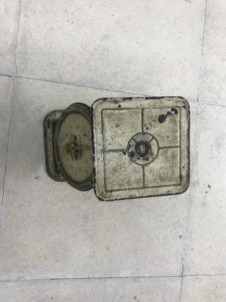 Báscula de cocina antigua