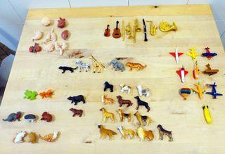 Figuritas Safari y más (54 piezas).