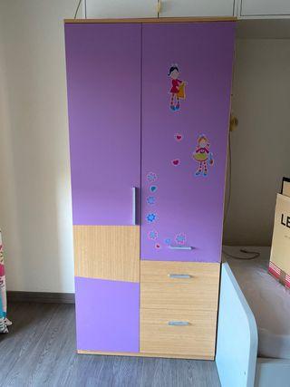 Armario decorado con vinilos infantiles
