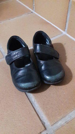 2 pares de calzado colegial niña