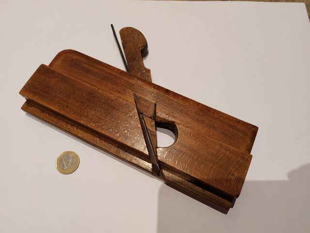Cepillo carpintero ebanista antiguo para molduras.