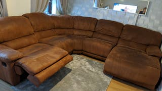 Reclining curved corner couch