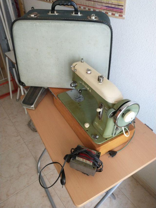 Máquina de coser Sigma con maletín mod. H