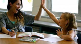 Profesora de Repaso a niños de hasta primaria