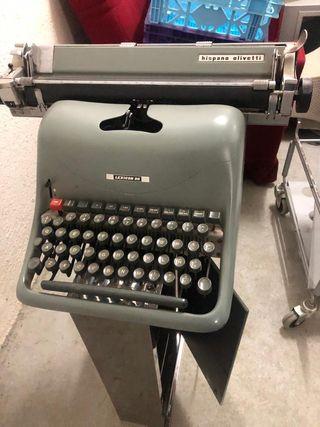 Máquina de escribir hispano Olivetti