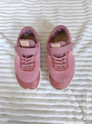 Zapatillas deportivas Nike niña. Talla 33