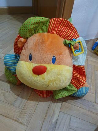 Peluche León estimulación bebé