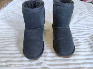 botas tipo uggs. Zapatos talla 32.