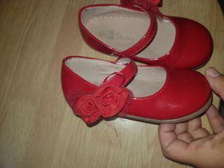 zapatitos rojos de charol