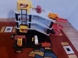 Garaje de juguete pequeño