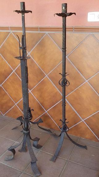 Lote 3 candelabros de pie antiguos