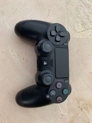 PS4+2 mandos + 5 juegos +un cargador para el mando