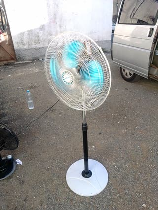 hola se vende un ventilador de marca buena