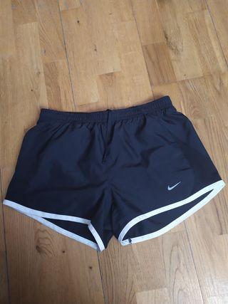 Short negro de Nike