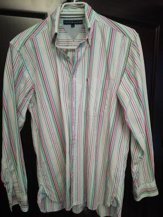 Camisa Tommy Hilfiger en perfecto estado. Talla L