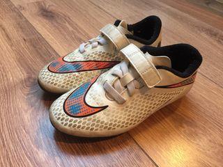 Botas fútbol Nike Hypervenom.