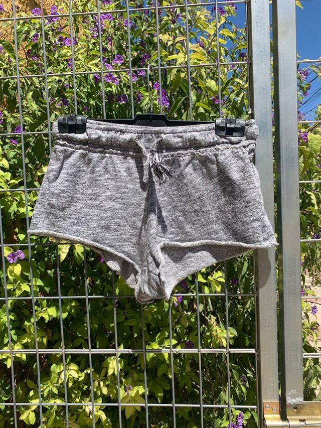 Pantalon Corto Chandal Bershka De Segunda Mano Por 2 En El Puerto De Santa Maria En Wallapop