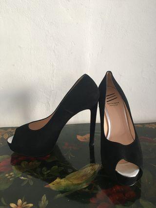 Zapato Peephole Terciopelo Negro