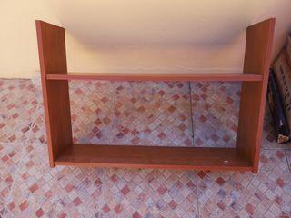 estantería en madera color Cerezo.