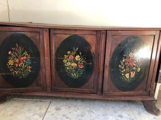 Mueble antiguo pintado a mano