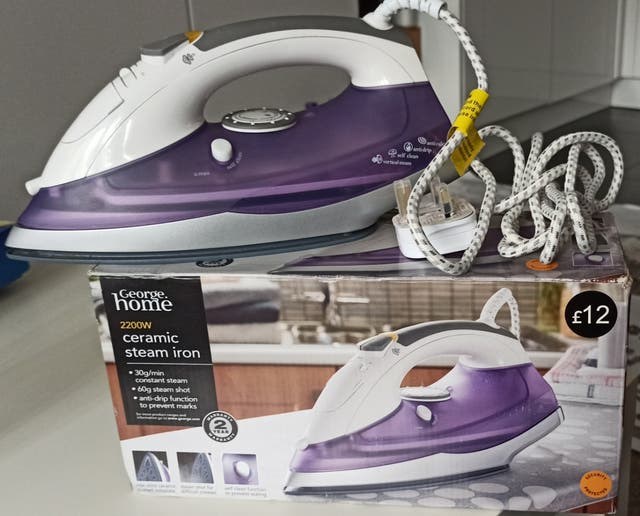 Ceramic steam iron