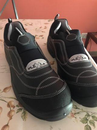Zapatillas de seguridad flexible negras a estrenar