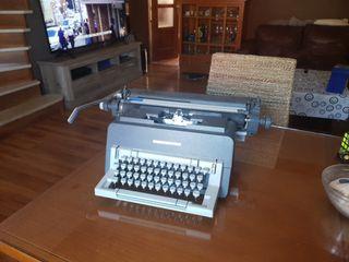 maquina de escribir Olivetti línea 98