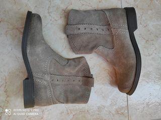 Botas de piel niña. Talla 33