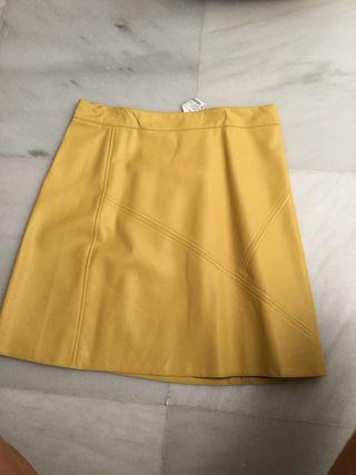 Falda de cuero amarillo del Zara