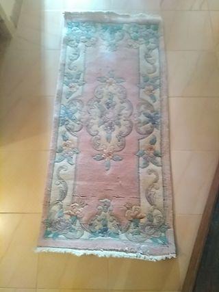 dos alfombras mullidas