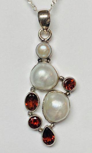 Colgante de Perlas y Granates + cadena plata ley