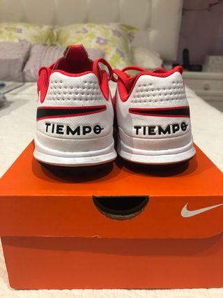 Botas de futbol Turf Nike jr Legend 8 academy piel