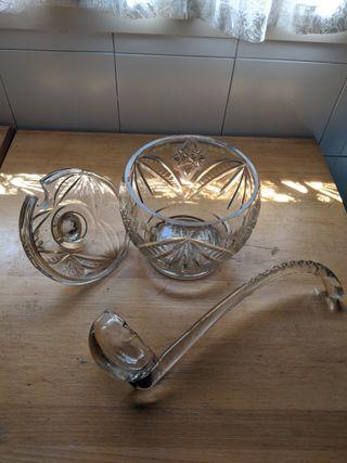 Cuenco de cristal con motivos decorativos