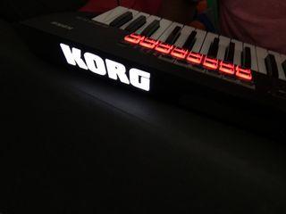 Vendo Korg Kross 2 + Pedal Sustain