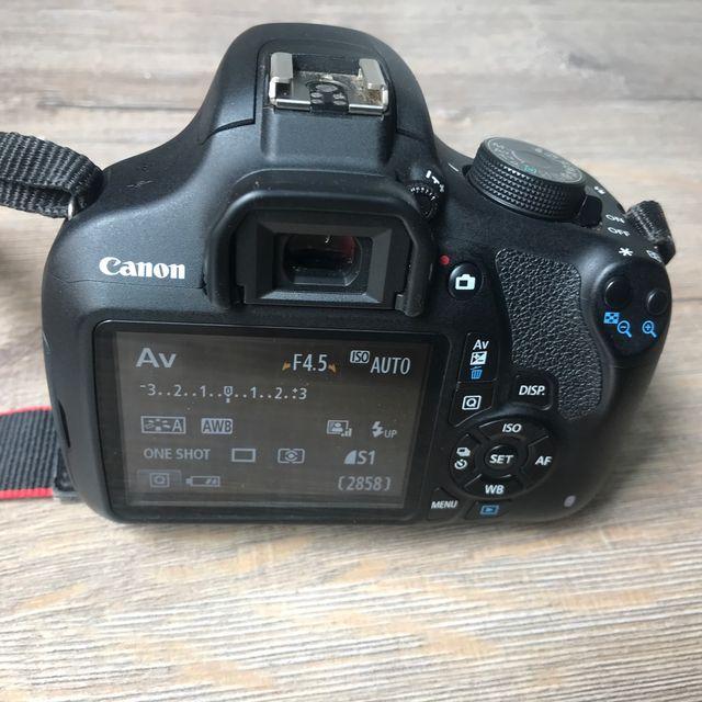 Cámara Canon Reflex EOS 1200D + funda + SD WiFi