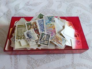 Caja con sellos antiguos