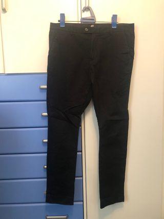 Pantalon pitillo H&M.