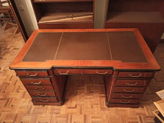 Preciosa mesa de despacho estilo inglés