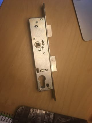 Cerradura 24 cm marca CVL